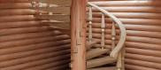 Поворотные и винтовые лестницы для дома из дерева